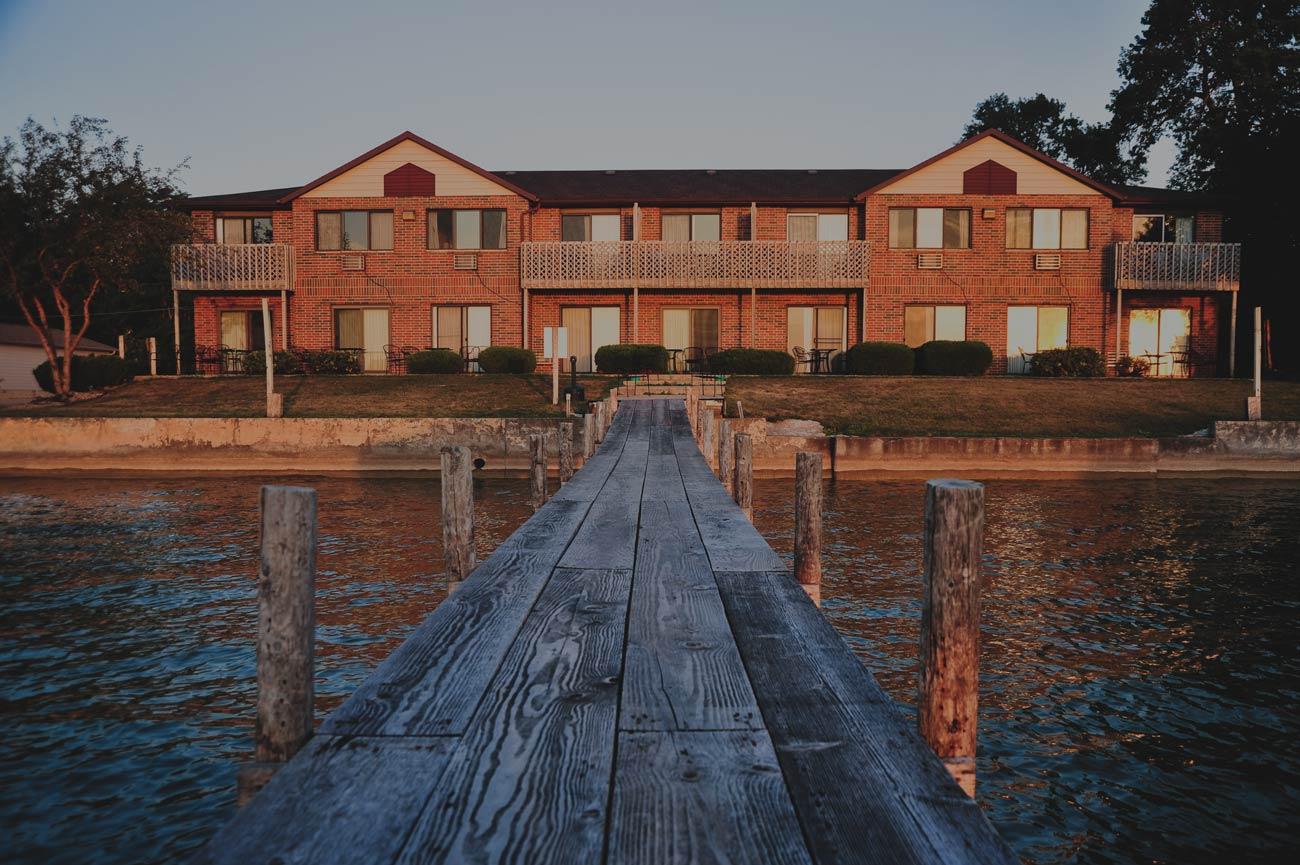 hotel in clear lake iowa