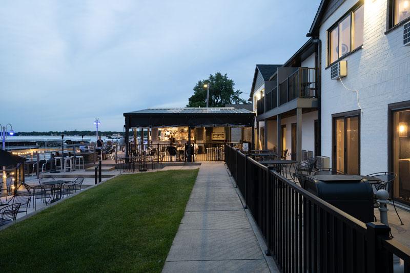 bars in clear lake iowa